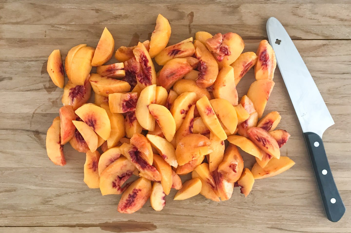 Peel, remove the pits and slice the fresh peaches into small wedges.